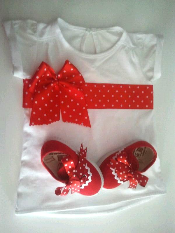 Zapatillas_Camiseta_lazo_rojo_Besitos_de_Luna_PintandoUnaMama