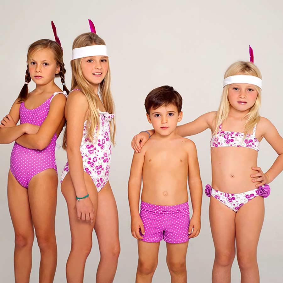 Una Mamá Y Niños Bañadores Complementos Para A Juego NiñasPintando sQtrdBhCxo