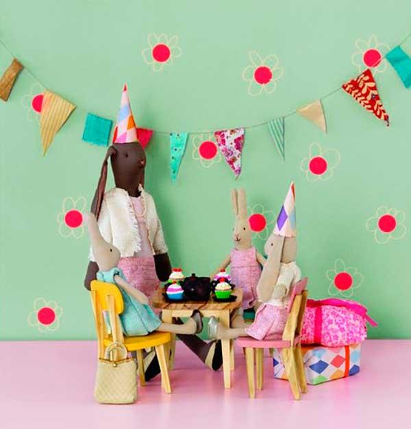 conjunto-mesa-y-sillas-rosa-amarillo