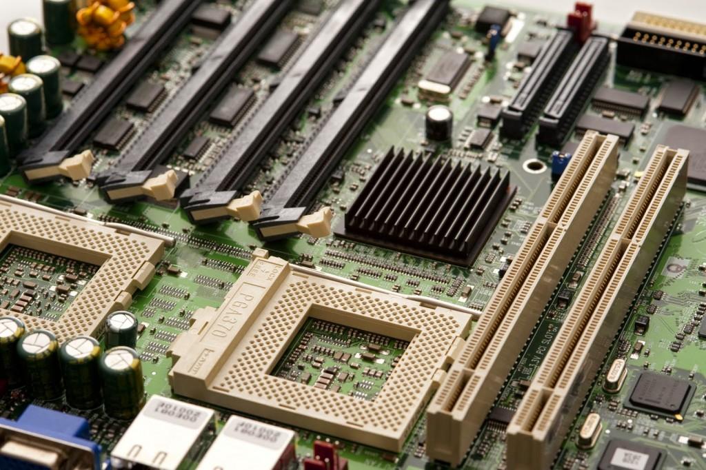 Bagian-Bagian Komponen Motherboard dan Fungsinya