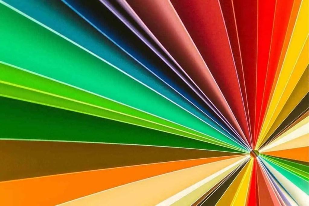 das steckt hinter der farbwahl für firmenlogos