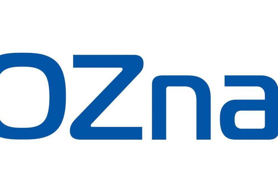 Ciemnoniebieski napis Poznań z jasnoniebieską gwiazdką po prawej stronie