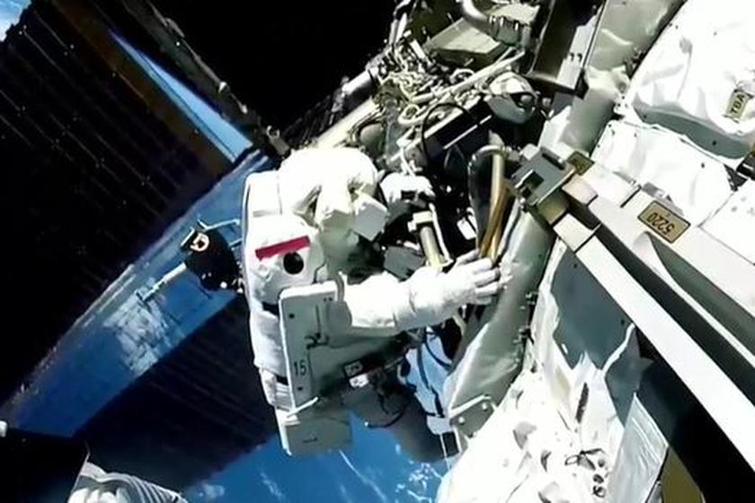 Na zdjęciu astronauta w kosmosie
