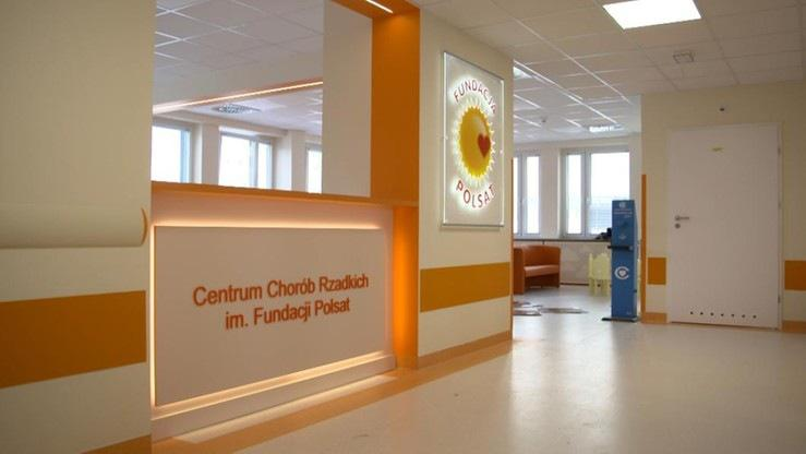 Zdjęcie przedstawia wnętrze nowego Centrum Chorób Rzadkich im. Fundacji Polsat