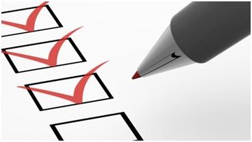 Na zdjęciu przykładowa ankieta i pióro
