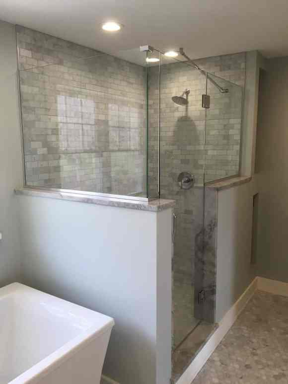 Frameless Shower with support rod