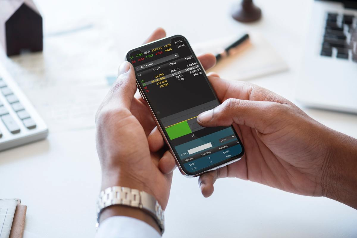 a person taking part in day trading