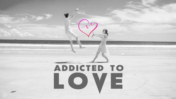 Addicted-to-love-quote-couple-having-fun-in-the-beach