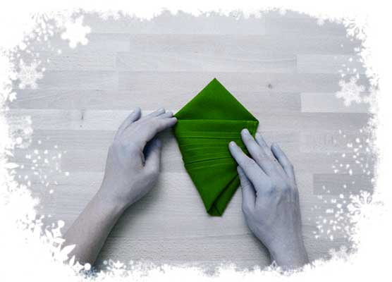 Christmas-tree-folding-tutorial-Aligning-the-top-of-each-panel-Step-4.
