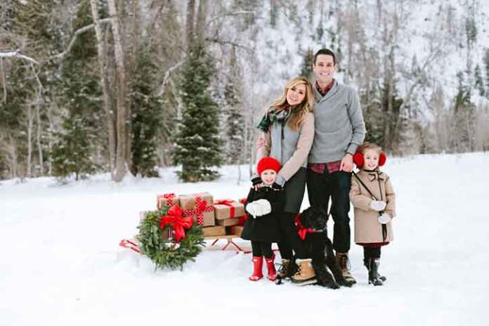 Christmas-photo-shoot-outside-snow