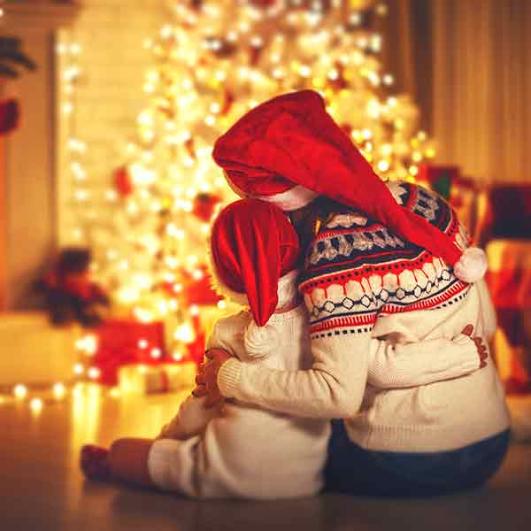 capture-the-memorable-moments-of-family-entertainment-and-Christmas-gatherings-photoshoot-ideas
