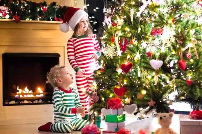 Kids-playing-with-christmas-tree