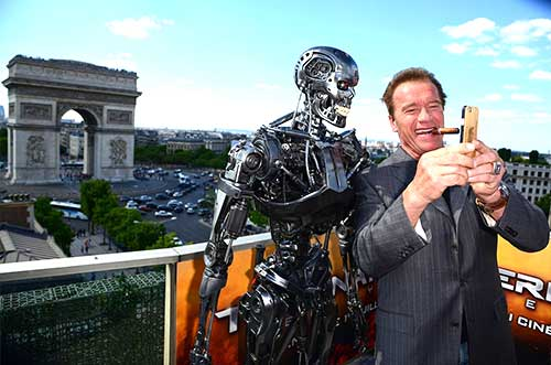 Arnold-Schwarzenegger-taking-a-selfie-together-with-terminator-in-paris