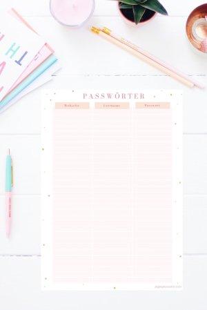 Auf dem Passwort Merkzettel zum Ausdrucken kannst du alle deine Passwörter mit zugehörigen Webseiten und Usernamen festhalten (bitte nicht für kritische Informationen verwenden!) Den Passwort Spickzettel gibt es auch im Happy Organizer Paket mit über 43 Organisationsseiten für alle Bereiche deines Mami Alltags: Rezeptkarten, Tagesplaner, Fitness Tracker, Finanzplaner, Geburtstags-Checkliste, Wochenplan, Putzplan, Einkaufslisten, Speiseplan und vieles mehr!