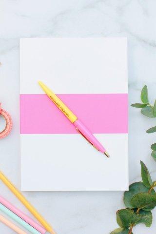 Pippas BuJo ist ein undatierte Bullet Journal für ein Jahr. Es ist Hand gezeichnet und bietet Platz für all deine Pläne, Ziele und To-Dos. Ein Habit Tracker und ein Mood Tracker können dir helfen gesund und glücklich zu leben.
