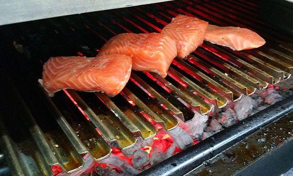 Valentina Equipa Pira hornos de brasa showcooking - salmón