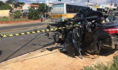 Criminoso tenta fugir da polícia, mas colide contra ônibus e morre