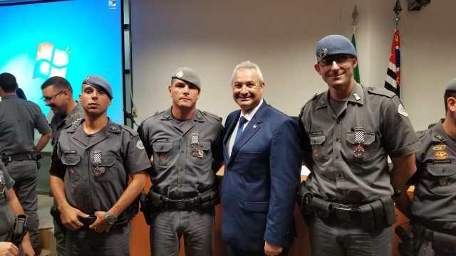 Policiais Militares de Piracicaba são homenageados em SP com Medalha Tiradentes