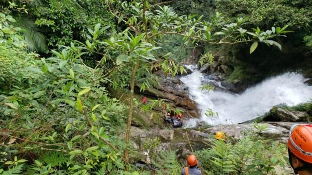 Guarda civil morre ao fazer trilha de cachoeira; mãe está desaparecida