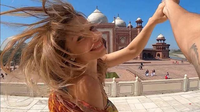 Grazi Massafera em vídeo na Índia postado por Caio Castro no YouTube