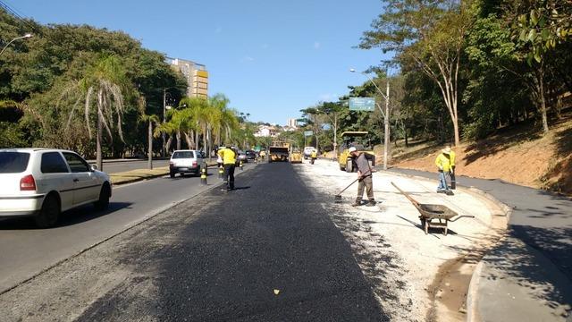 Após ser alargada, Avenida Jaime Pereira recebe asfaltamento em Piracicaba