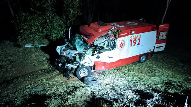 Homem de 55 anos morre após viatura do SAMU se envolver em grave acidente