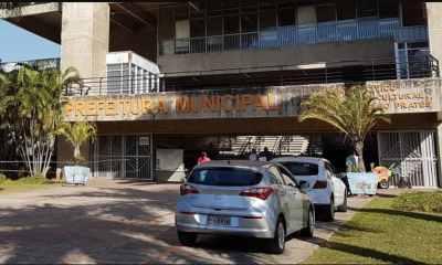 Na imagem uma foto do prédio onde funciona a Prefeitura