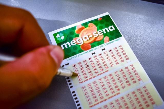 Uma foto do volante de apostas da loteria Mega-Sena