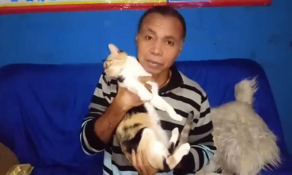 Na imagem, um print de um vídeo, Wilson Trindade segura um gato.