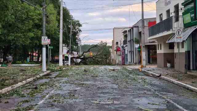 Capivari fica parcialmente destruída após forte temporal; veja imagens