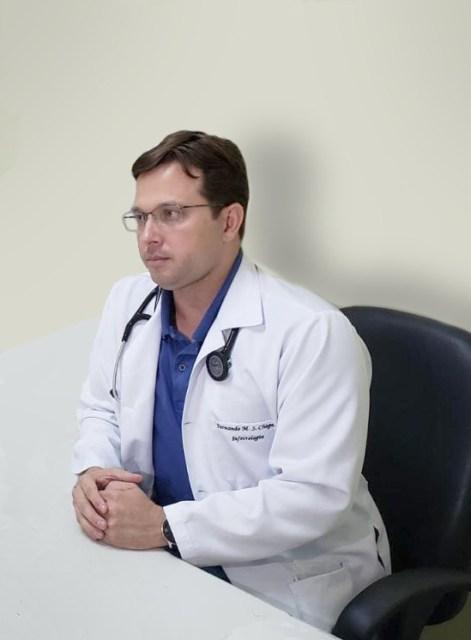 Uma foto do infectologista Fernando Chagas, do Sistema Hapvida