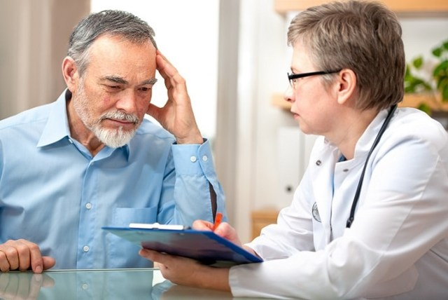 uma foto de uma pessoa no médico