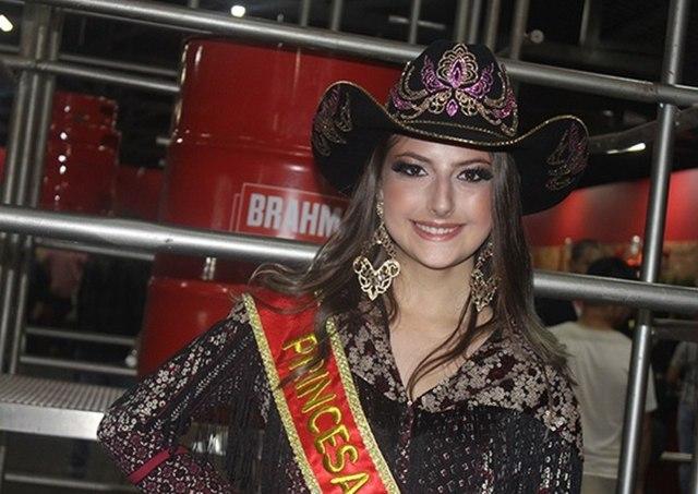 Uma foto da Princesa do Rodeio de Jaguariúna, Maria Eduarda Catão