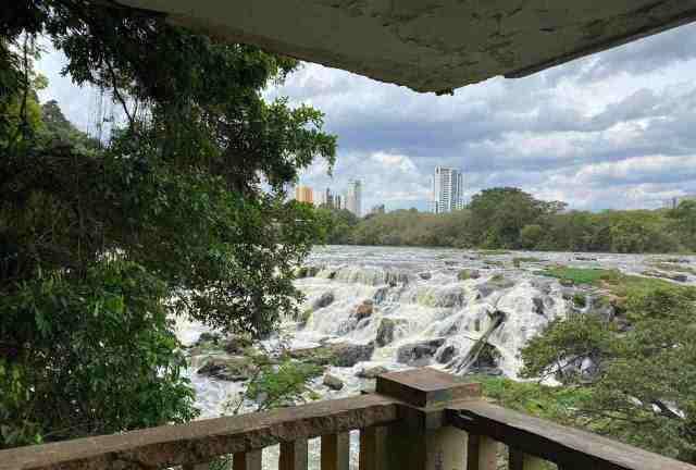 Após temporal, nível do rio Piracicaba quase dobra