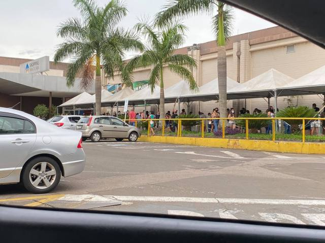 Aglomeração em fila para entrar no Shopping Piracicaba gera reclamações