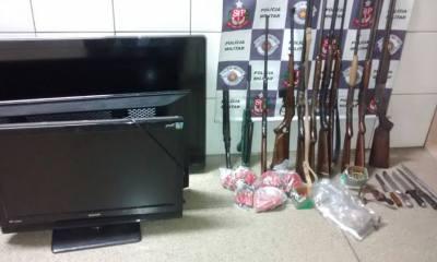 Objetos e armas foram encontrados no Bosques do Lenheiro nessa noite (17) - Foto: Valter Martins / Piracicaba em Alerta