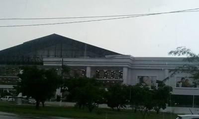 Chuva forte causou estragos também em grande loja de departamentos - Foto: Reprodução / Facebook