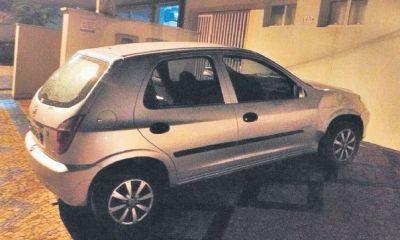 Carro foi abandonado em rodovia - Foto: Divulgação