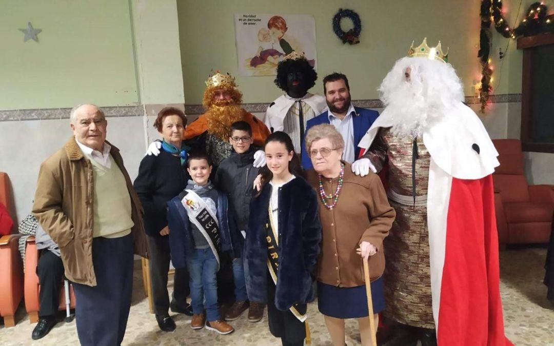 Visita Reyes Magos al Asilo