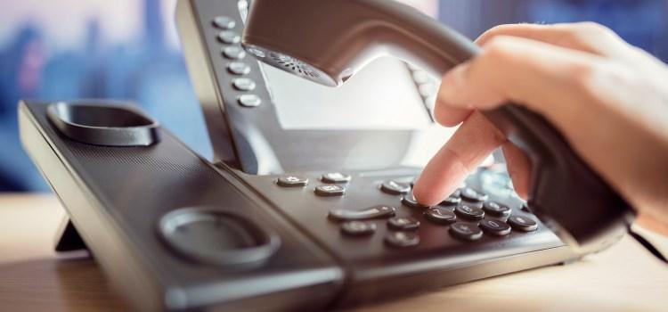Kontakt ophuelen mat staatleche Servicer. Wann den Telefon schellt a schellt…
