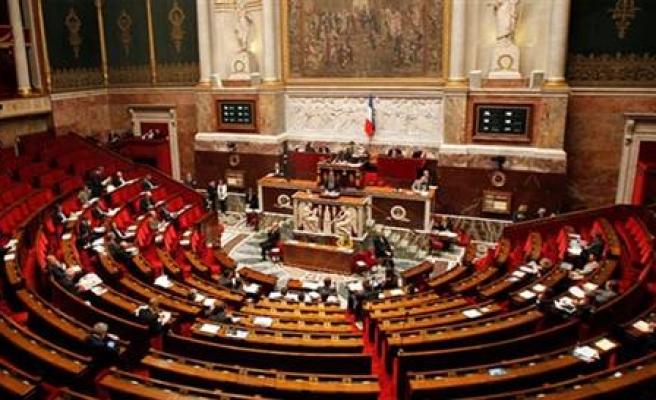 Fransa'da emeklilik yaşını 64'e çıkaran yasa tasarısına protesto