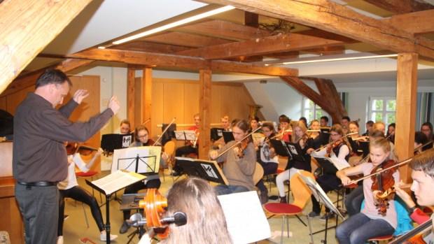 Oberbürgermeister Klaus-Peter Hanke verabschiedete heute gemeinsam mit der Geschäftsführerin der Pirnaer Musikschule Sächsische Schweiz e.V. […]