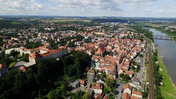 Klaus-Peter Hanke (parteilos) bleibt Oberbürgermeister von Pirna. Der 63-jährige Amtsinhaber konnte sich bereits im ersten […]