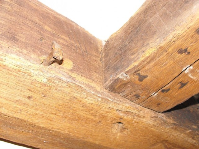 A complete set of carpenters marks are present to the central supporting beam and first floor floor joists. This photo shows the timbers carved with IIII.