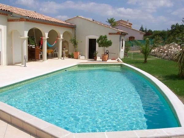 Piscine arrondie Marinal distributeur de piscines en béton , Toulouse 31