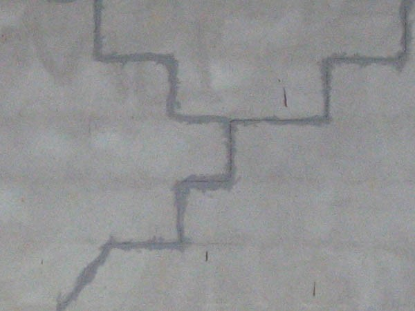 Piscine-en-parpaings-fissurée