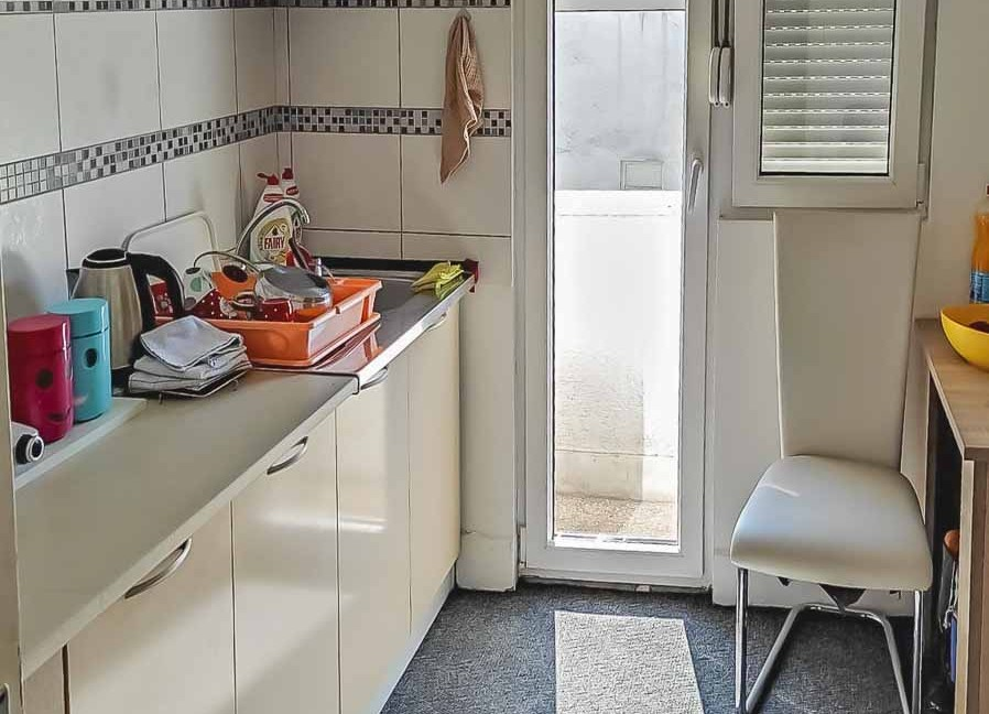 Prodaja dvosoban stan kod autobuske (1 of 6)