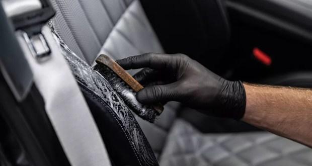 Čistenie koženej sedačky v aute