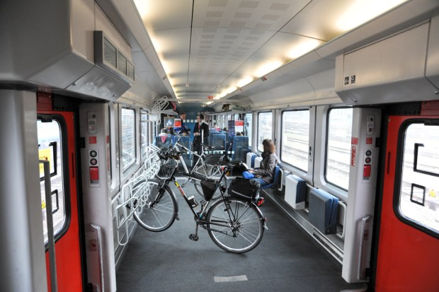 Preprava bicykla vo vlaku verzus preprava automobilom