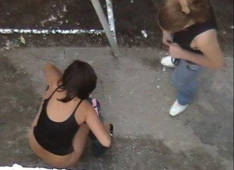 girl pee emergency